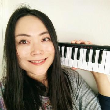 作編曲家/作詞家/サウンドクリエーター/ピアニスト 鈴木珠子